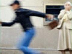В Междуреченске Кемеровской области полицейские задержали злоумышленника, который нападал на пенсионерок