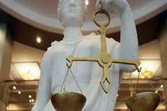 Трое жителей Кемерово обвиняются в похищении женщины и вымогательстве
