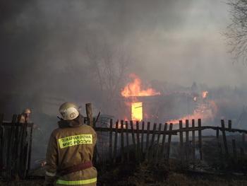 В Кемеровской области на пожаре погибли мужчина и 9-летная девочка