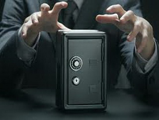 В Кемерово злоумышленник украл сейф с деньгами, чтобы оплатить свою свадьбу