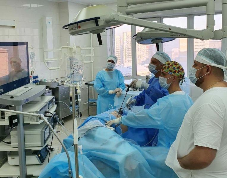 В Кузбассе провели родственную пересадку почки эндоскопическим оборудованием