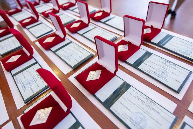 Победители конкурсов «Учитель года России» и «Ученик года – 2020» получили награды | Кузбасский Информационный Портал