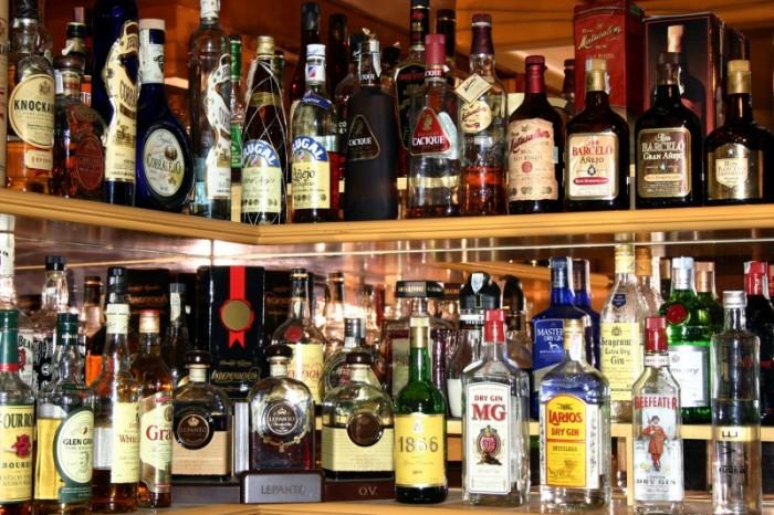 В Кемерово сотрудники полиции пресекли незаконную торговлю алкоголем