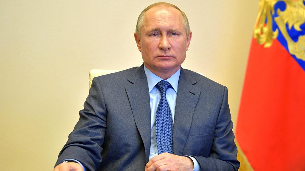 Путин заявил, что в его окружении заболели ковидом несколько десятков человек